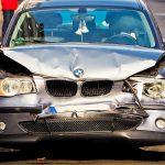 Randalierer beschädigt PKW