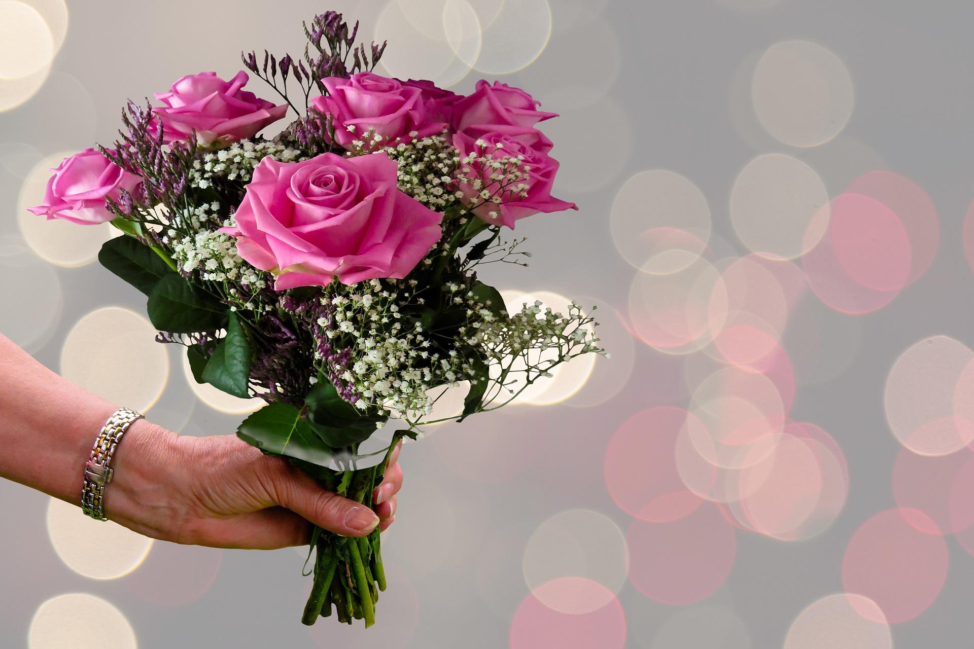 Symbolfoto Gratulation Jubiläum Blumenstrauss