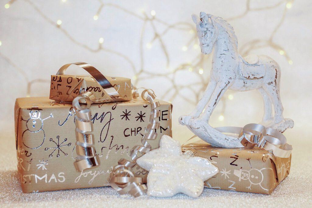 Symbolfoto Weihnachtsgeschenk