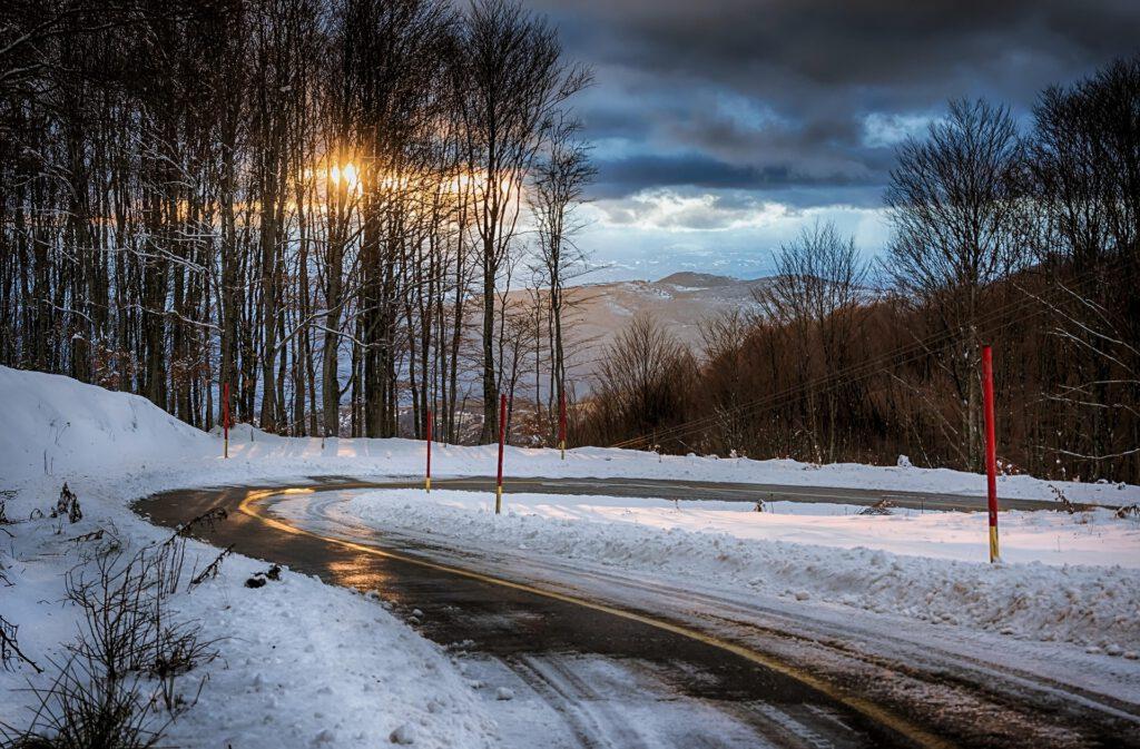 Symbolfoto Schnee Eis Strasse