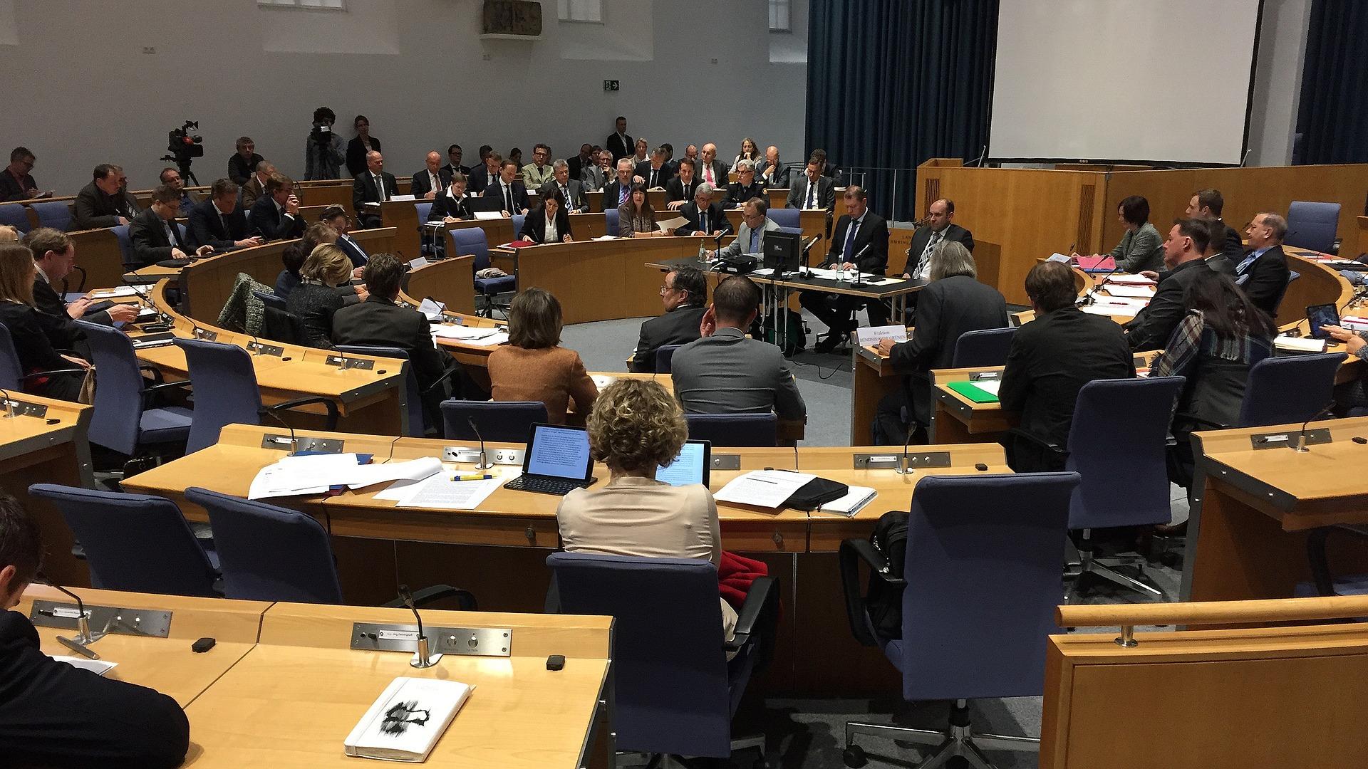 Symbolfoto Abgeordneter Landtag