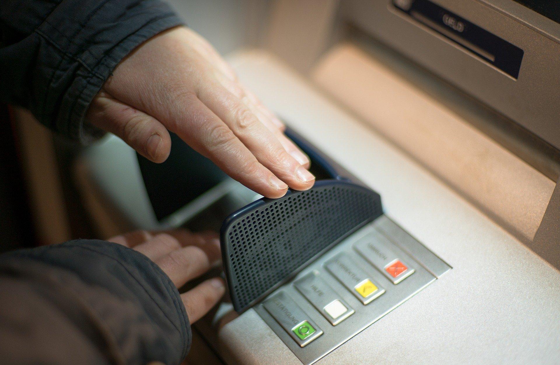 Symbolfoto Trick Geldautomat